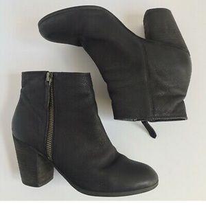 BP. (Nordstrom) black zip up block heeled bootie!